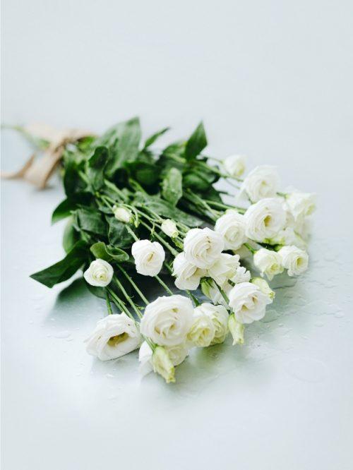 Ramo flores Lycianthus blancas envió domicilio