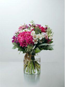 Ramo flores variadas en rosa , blanco y verde para enviar a domicilio